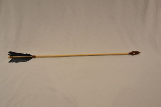Picture of Black feather arrow with choice of bone or stone arrowhead